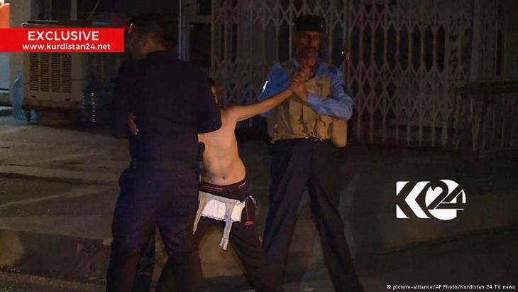Attempted suicide bombing: young boy being arrested in front of a mosque in Kirkuk (photo: picture-alliance/AP/Kurdistan 24 TV News)