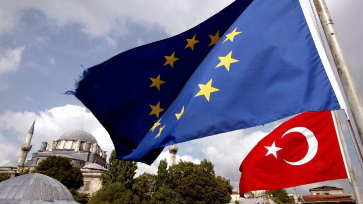 Symbolic image of Turkish-EU relations (photo: picture-alliance/dpa/T. Bozoglu)