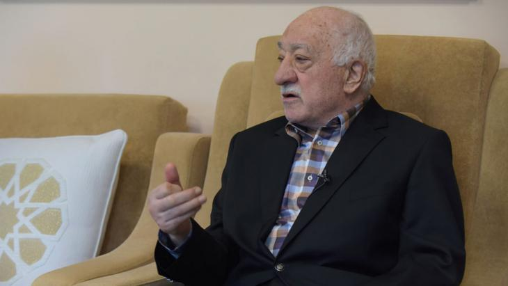 Fethullah Gulen giving a press conference (photo: picture-alliance/dpa/M. Smith)