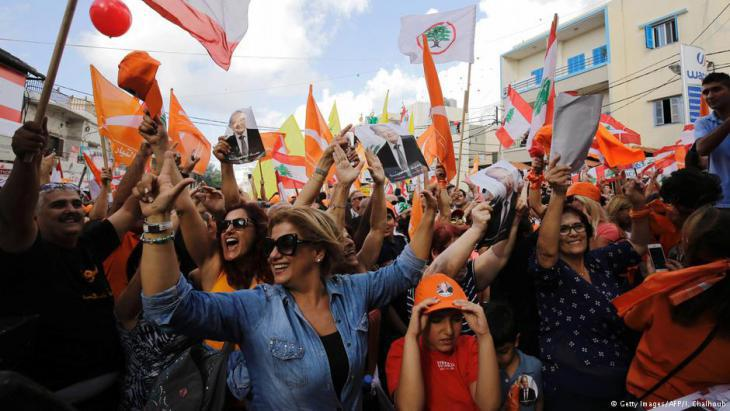Lebanese celebrate the victory of ex-general Aoun in the country′s presidential elections (photo: Getty Images/AFP)