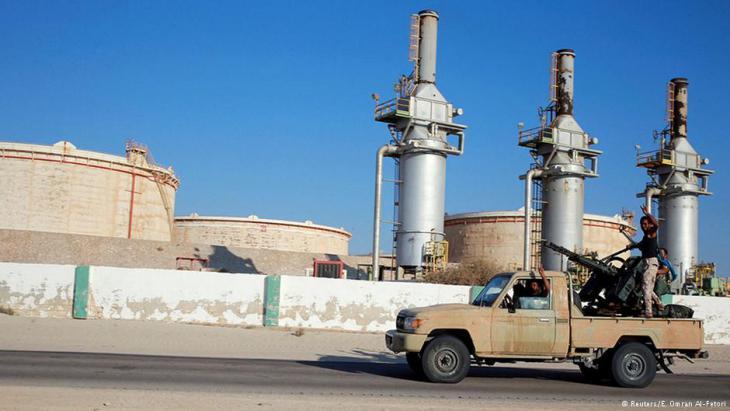 Supporters of Khalifa Haftar drive past the Zueitina oil terminal west of Benghazi (photo: Reuters/E. Omran Al-Fetori)