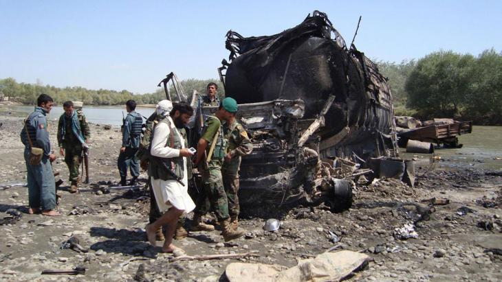 The burnt out remains of a tanker bombed by the German armed forces in Kunduz in 2009 (photo: AP/Getty Images)