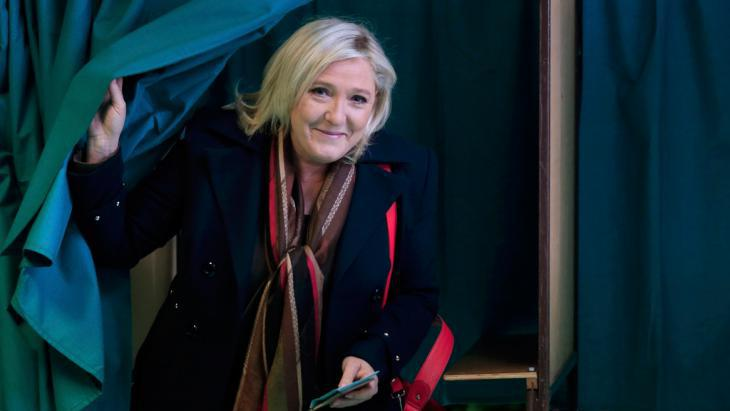 Marine Le Pen during the second round of presidential primaries in France (photo: Reuters/P. Rossignol)