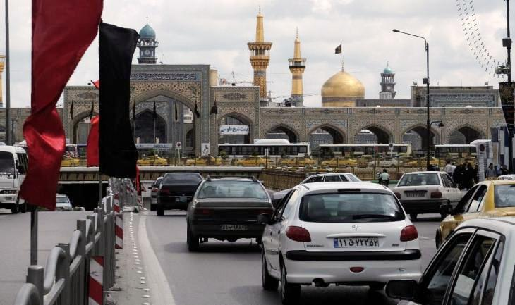 Access to the underground ring road, which runs below the Imam Reza shrine and along which much of the city′s traffic flows (photo: Ulrich von Schwerin)