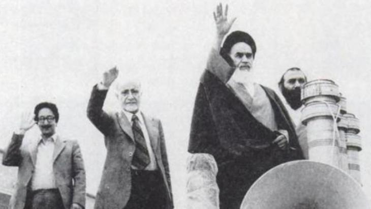 Abolhassan Banisadr (left) with Mehdi Bazargan and Ayatollah Khomeini (photo: akairan.com)