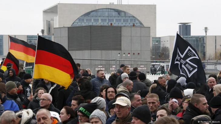 Right-wing nationalists demonstrating close to the Chancellery in Berlin (photo: Reuters)