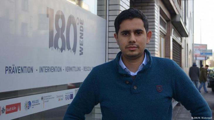 Mimoun Berrissoun in front of the 180° Turn office in Cologne-Kalk (photo: N. Niebergall)