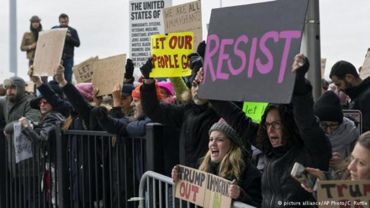 US citizens demonstrate against Trump's immigration ban