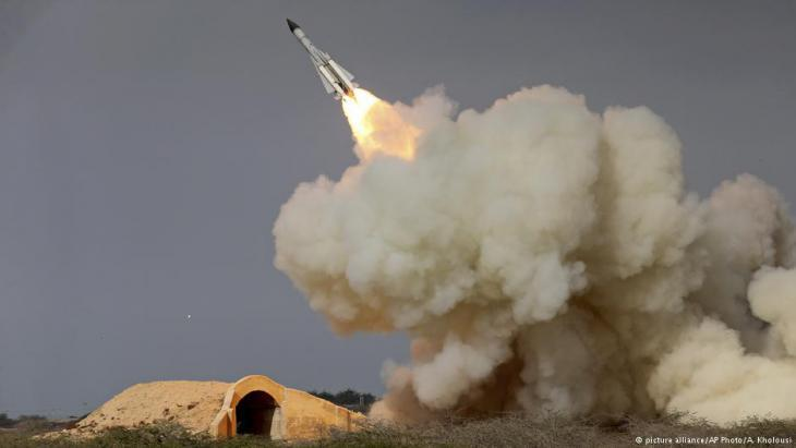 Iranian missile test (photo: picture-alliance/AP)