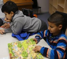 The children are fascinated by the translated stories (photo: Jasmin Zikry)