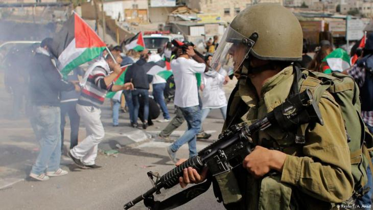 Palestinians protest the Israeli occupation (photo: Reuters)