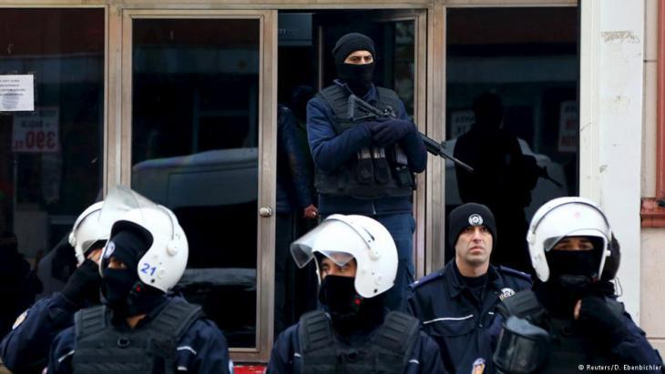 Police operation in Istanbul (photo: Reuters/D. Ebenbichler)
