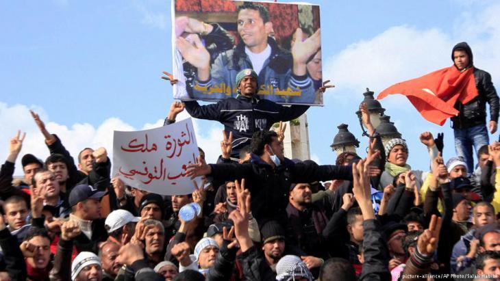 Tunisia′s Jasmine Revolution in January 2011 (photo: AP/picture-alliance)
