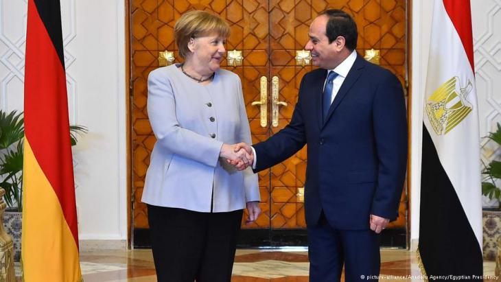 German Chancellor Angela Merkel with Egyptian President Al-Sisi in Cairo (photo: picture-alliance/Anadolu Agency/Egyptian Presidency)