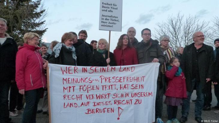 Demonstrators in the town of Gaggenau, Germany (photo: DW)