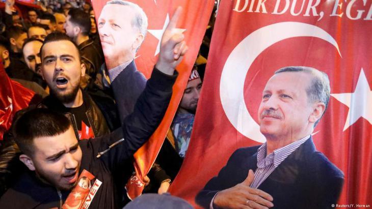 Erdogan supporters in Rotterdam (photo: Reuters)