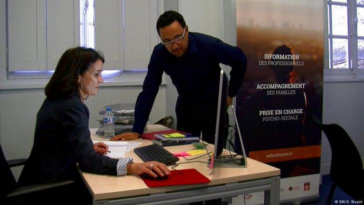 Imam Fouad Saanadi in the CAPRI project office in Bordeaux (photo: DW)