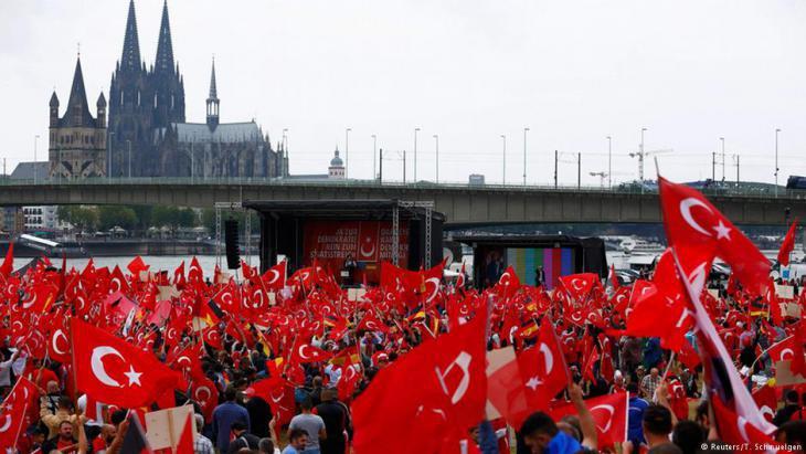 Pro-Erdogan demonstration in Cologne on 31 July 2016 (photo: Reuters/Thilo Schmuelgen)