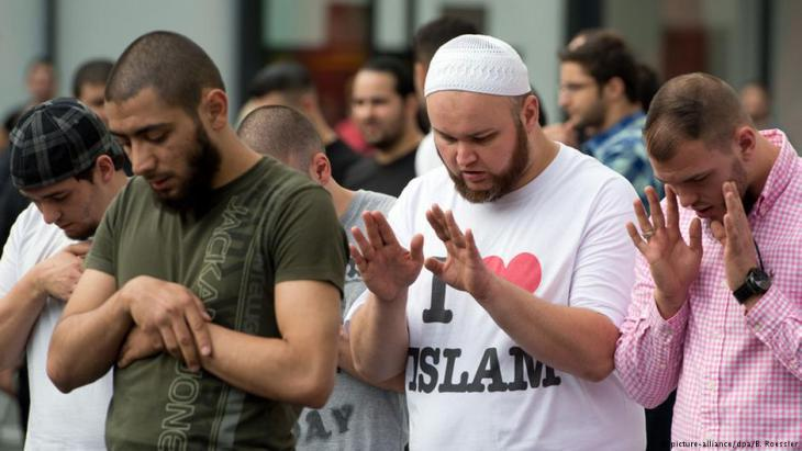 Salafists in Frankfurt am Main, Germany (photo: dpa/picture-alliance)