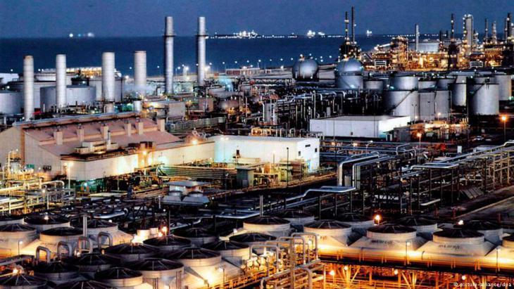 Oil refinery in Dhahran, Saudi Arabia (photo: picture-alliance/dpa)