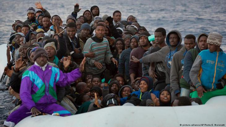 Refugees on the Mediterranean Sea (photo: AP/picture-alliance)
