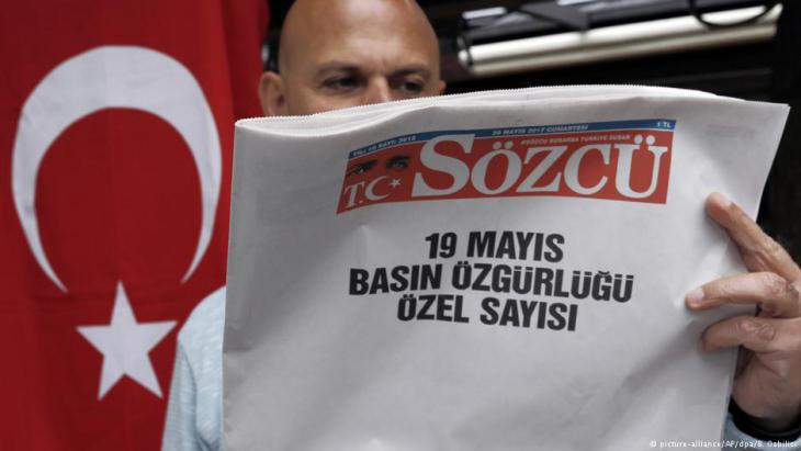 Regime-critical Kemalist newspaper Sozcu with its protest front page (photo: picture-alliance/dpa)