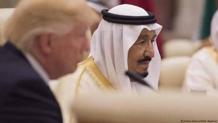 U.S. President Donald Trump visiting King Salman bin Abdulaziz Al Saud in Saudi Arabia at the end of May (photo: picture-alliance)