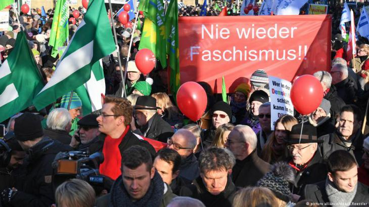 """""""Facism never again""""- demonstrators protest outside a European National Front conference in Koblenz, January 2017 (photo: picture-alliance/dpa/B. Roessler)"""