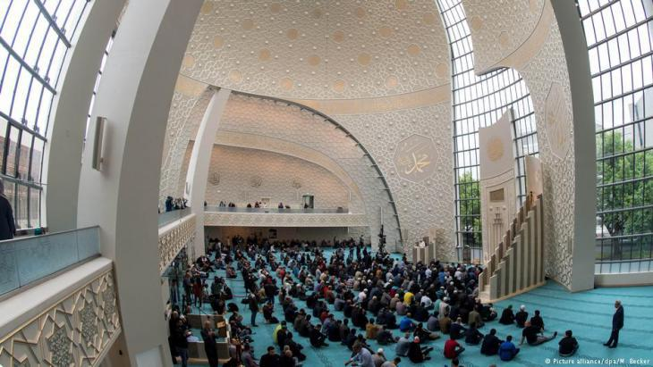 View of the domed hall, DITIB Central Mosque Cologne (photo: picture-alliance/dpa)