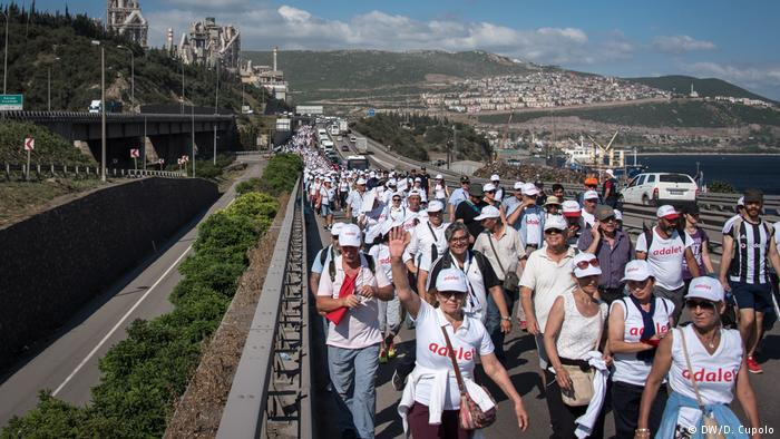People take part in the Justice March (photo: DW/D. Cupolo)