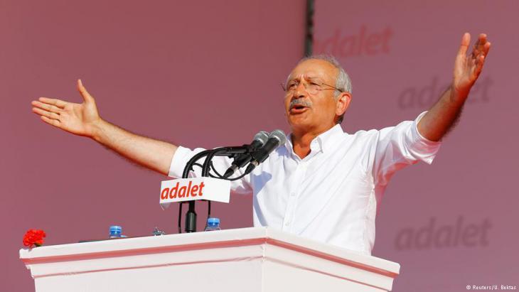 Kemal Kiliçdaroğlu addressing a rally (photo: Reuters)