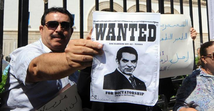 Tunisians wave placards bearing the slogan ″Wanted: Ben Ali – Tunisia″ (photo: AFP)