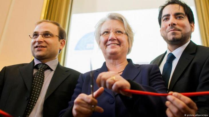 Annette Schavan flanked by theologians Bulent Ucar (left) and Mouhanad Khorchide (right) opens the Centre for Islamic Theology at the University of Munster in 2012 (photo: picture-alliance/dpa)