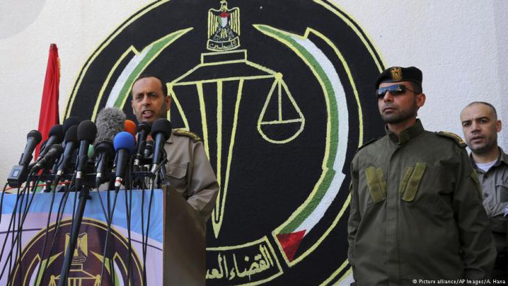 Military tribunal in Gaza pronounces the death sentence for three Palestinians accused of murdering a leading Hamas figure, Masen Fukaha, in March 2017 (photo: picture-alliance/AP Images/A. Hana)