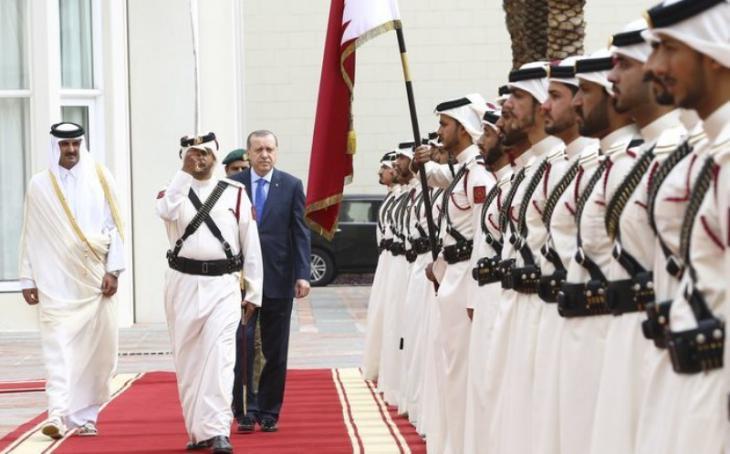 Recep Tayyip Erdogan with the Emir of Qatar, Sheikh Tamin bin Hamad Al-Thani, on 15.02.2017 in Doha (photo: Anadolu Agency)