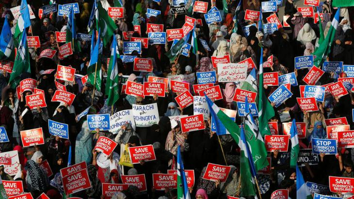 Female supporters of Jamat-e-Islami rally in Karachi, Pakistan, against the persecution of Rohingya Muslims in Myanmar, 10.09.2017 (photo: Reuters/A. Soomro)