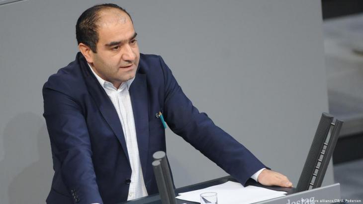 Green party politician Ozcan Mutlu addresses the federal parliament (photo: dpa/Britta Pedersen)
