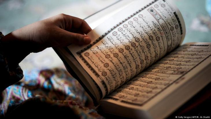 Muslim woman reading the Koran (photo: Getty Images/AFP)