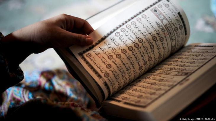 Muslim woman reading the Koran (photo: Getty Images/AFP)