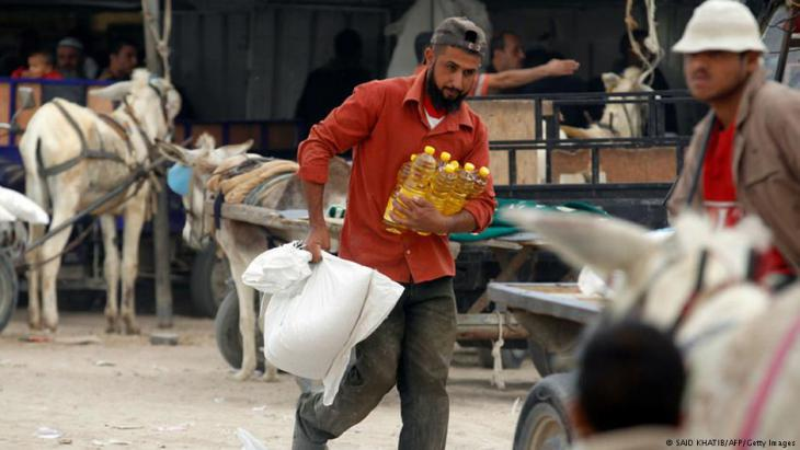 Delivery of a U.N. aid consignment to needy Palestinians in the Gaza Strip (photo: AFP/Getty Images)