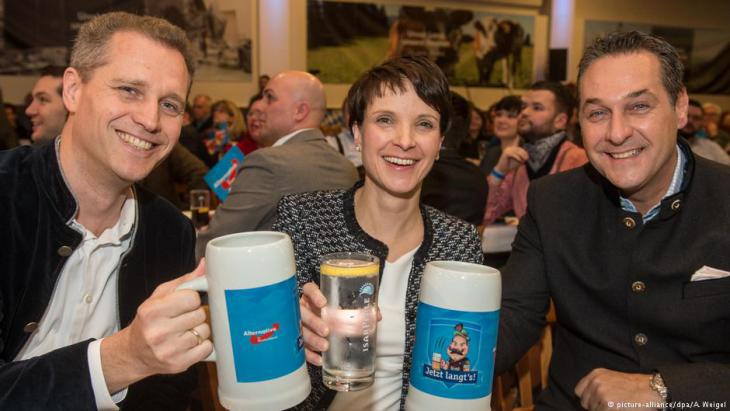 FPO leader Heinz-Christian Strache (right) with German AfD politician Frauke Petry at an Ash Wednesday political get-together in the Bavarian town of Osterhofen (photo: picture-alliance/dpa)