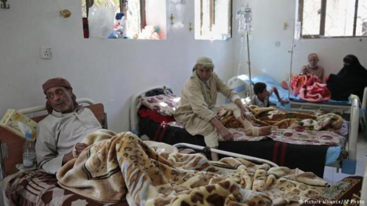 People infected by cholera in Yemen (photo: picture-alliance/AP Photo)