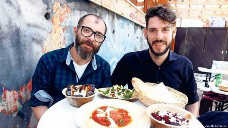 Potato cakes with tahini: Oz Ben David and Jalil Dabit run the hummus restaurant ″Kanaan″ in Berlin (photo: Kfir Harabi-Media-Kantine)