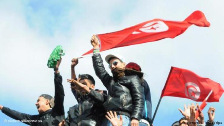 Tunisian demonstrators protest against the Ben-Ali regime in Tunis (photo: dpa/picture-alliance)