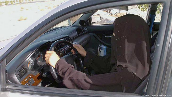 Saudi woman at the wheel (photo: picture-alliance/dpa)