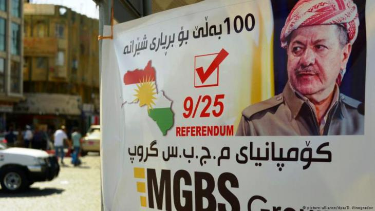 The face of Kurdish leader Massoud Barzani appeared on posters advertising the referendum (photo: picture-alliance/dpa)
