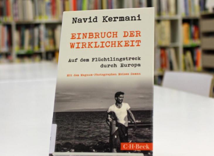 Navid Kermani′s ″Einbruch der Wirklichkeit. Auf dem Flüchtlingstreck durch Europa″ (Breaking Into Reality. On a Refugee Trek through Europe; published by C.H. Beck; photo: Goethe-Institut London/Nicolas Gaeckle)