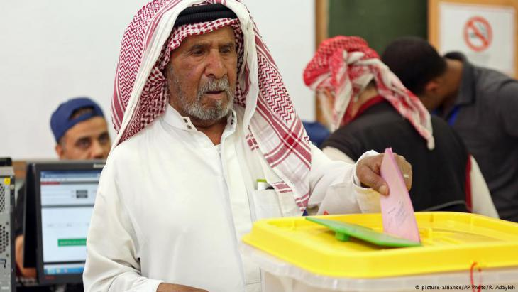 Jordanian man votes at a polling station during last year's general elections (photo: AP Photo/Raad Adayleh)