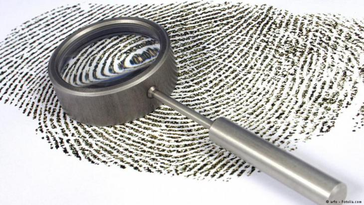 Fingerprint and magnifying glass (photo: arfo - fotolia.com)