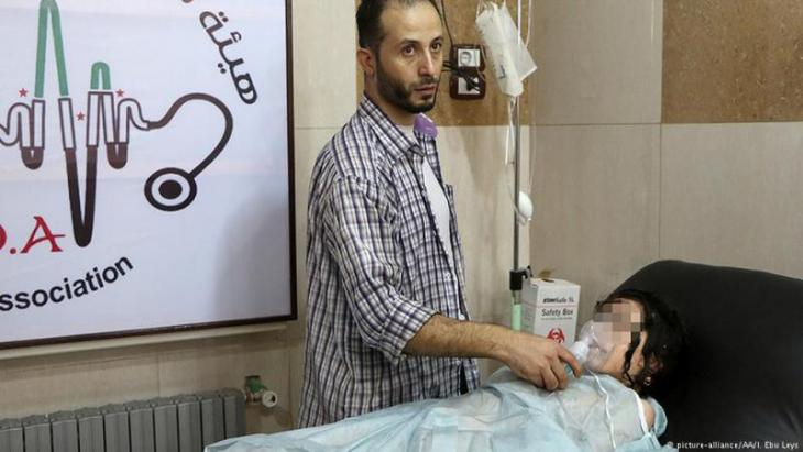 Girl being treated in Sahara Hospital following a barrel bomb attack by the Assad regime over the Sukkeri area of Aleppo, 06.09.2016 (photo: picture-alliance/AA/I. Ebu Leys)